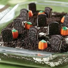 Cookie Dessert Halloween is coming! A cute Halloween dessert! Doing it this weekend! (Yes, I know it's super early.)Halloween is coming! A cute Halloween dessert! Doing it this weekend! (Yes, I know it's super early. Halloween Desserts, Comida De Halloween Ideas, Halloween Torte, Bolo Halloween, Postres Halloween, Hallowen Food, Halloween Food For Party, Holiday Desserts, Halloween Snacks