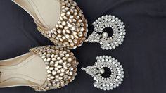 Code : Fk 0006 PRICE For khussa: 3800 RS PRICE For Earings: 1500 RS  sizes 36 to 42 availble.