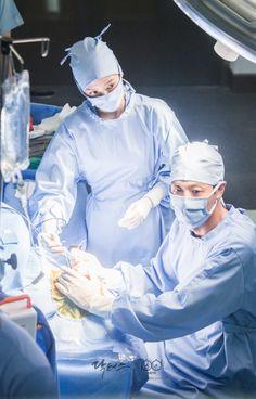 닥터스케치 6 수술을 집도하는 김래원과 그 옆에서 어시를 하는 박신혜 Blood Korean Drama, Doctors Korean Drama, Korean Drama Best, Kim Rae Won, Medical Photography, Medical Wallpaper, Surgeon Doctor, Best Kdrama, Sea Wallpaper