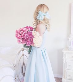feminine fashion which look cool Mode Outfits, Girly Outfits, Fashion Outfits, Womens Fashion, Ladies Fashion, Fashion Ideas, Fashion Tips, Pochette Rose, Donia