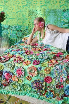 Fabric flower yo-yo's, oh my.... LOVE IT!