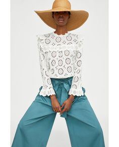 High collar blouse with long sleeves and elastic ruffled cuffs. Ruffled trims on the shoulders and front. Fastens in the back with a buttoned opening. Zara Tops, High Street Fashion, Fashion 2017, Womens Fashion, Style Fashion, Online Zara, Stylish Shirts, Blouse Online, Shirt Blouses