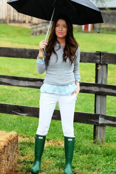 The Daybook - RAIN BOOTS! Prep Style, Style Me, Rainy Day Fashion, The Brunette, Vogue, Look Chic, Hunter Boots, Hunter Wellies, Autumn Winter Fashion
