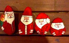 My handpainted painted stones / el boyama Noel baba 'lı taşlarım