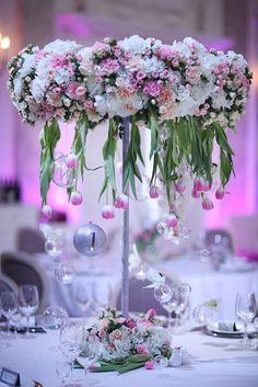 Композиция на гостевой стол со свисающими тюльпанами и прозрачными шариками со свечками. Table Decorations, Wedding, Russia, Honey, Home Decor, Mariage, Homemade Home Decor, Weddings, Interior Design