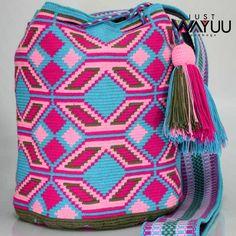 233 отметок «Нравится», 1 комментариев — Just Wayuu (@just.wayuu) в Instagram: «Handcrafted handbags made by indigenous wayuu in the north of Colombia. Worldwide shipping – envíos…»
