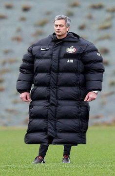 Trener Chelsea Londyn przypompował mięśnie • Jose Mourinho stał się duży • Zabawny obrazek Portugalczyka • Wejdź i zobacz więcej >> #mourinho #football #soccer #sports #pilkanozna #funny