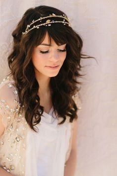 LOVE this! I'm really not sure what I want to do with a veil (or not) – but I love this headpiece.