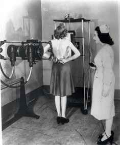 """Tomando radiografías en 1940 y """"compartierndo"""" la radiación"""