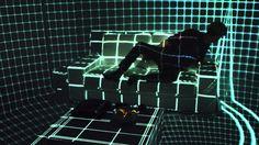 La più strana esperienza immersiva cinematografica, Part 1  http://virtualmentis.altervista.org/dalle-caverne-alle-stanze-immersive-lo-spazio-reale-unesperienza-vr-immersiva/