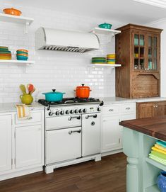 This Old House — Remodeling a Vacation Home into a Grown-up Getaway. Home Renovation, Home Remodeling, Diy Kitchen Remodel, Kitchen Photos, Kitchen Ideas, Old Houses, Tiny Houses, Home Kitchens, Home Furnishings