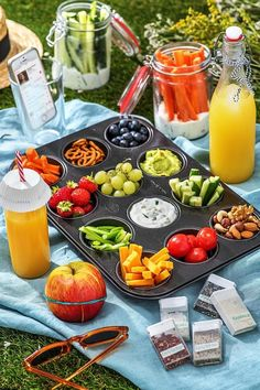 Comida Picnic, Picnic Snacks, Snacks Für Party, Picnic Ideas, Picnic Recipes, Picnic Parties, Healthy Picnic Foods, Beach Picnic Foods, Outdoor Parties