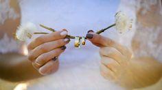 Eheringe sind das Zeichen Ihrer Liebe – doch an welche Hand gehören die Trauringe eigentlich? Alle Infos in unserem Hochzeitsmagazin!