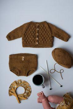 Ravelry: PetiteKnit Doll Knits: Elinor's Bloomers pattern by PetiteKnit Doll Clothes Patterns, Doll Patterns, Knitting Patterns, Knitted Baby Cardigan, Knitted Baby Clothes, Cardigan Pattern, My Child Doll, Girl Dolls, Brother Knitting Machine