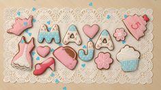 Słodki zestaw urodzinowy dla małej panienki. Życzę Mai udanej zabawy i smacznego!   Więcej zdjęć koronkowych pierniczków znajduje się na moim blogu, zapraszam. www.facebook.com/koronkowe.pierniczki