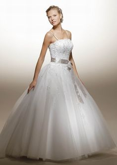 As a modern bride you like to go with the times and you prefer to choose for the Latest Wedding Dress Styles in bridal land.