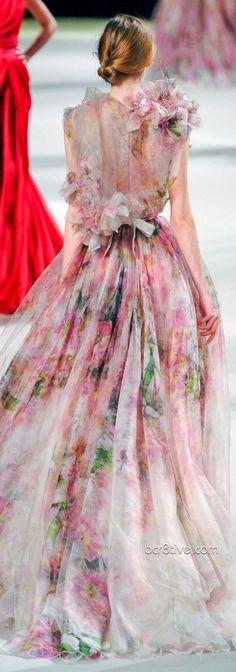 Elie Saab kills me every time! - Elie Saab Haute Couture S/S 2011 Floral Fashion, Look Fashion, Fashion Art, Fashion Show, Elegance Fashion, Fashion Spring, Dress Fashion, High Fashion, Beautiful Gowns