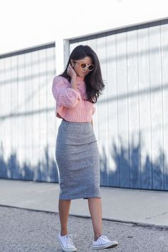 Winter Skirt Outfits How to wear midi dresses and skirts when you're small # fashion model Petite Outfits, Mode Outfits, Classy Outfits, Chic Outfits, Fashion Outfits, Skirt Outfits Modest, Midi Skirt Outfit, Dress Outfits, Midi Dresses