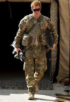In this image released on January 21 Prince Harry walks through the British controlled flight-line in Camp Bastion on October 2012 in Afghanistan. Prince Harry has served as an Apache Helicopter. Get premium, high resolution news photos at Getty Images Prince Harry Et Meghan, Prince Harry Of Wales, Prince William And Harry, Prince Charles, Prince Harry Military, Lady Diana, Meghan Markle, Princesa Diana, Principe Henry