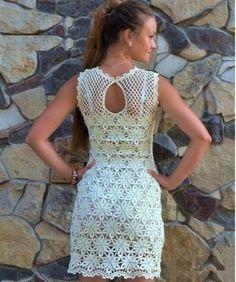 Buena noche!!! Encontré un lindo vestido que se verá muy lindo en todas ustedes chicas, está tejido a gancho se realiza flor por flor y se v...