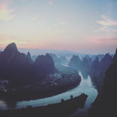 A nice sunrise over the Li river Yangzhou China.  Admittedly it's not as nice as the sunrise over the river Colne viewed from Giraffe at the watford Tesco but it'll suffice until I get back home.  #passportready #travelblogger #wanderlust #ilovetravel #writetotravel #aroundtheworld #etihad #travel #travelwithkids #globaldegree #passportrequest #rickshawtravel #kids #traveller #traveltheworld #planetearth #ontour @rickshaw_travel #china #river #sunrise #tesco #watford @giraffesnaps