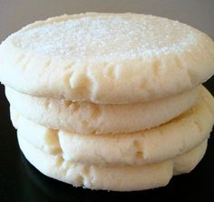 A yummy alternative to traditional sugar cookies, these are easier because you don't have to roll out the dough and cut out with cookie cutters. You simply roll into balls and flatten with a glass and sugar. The texture is soft and melts in your mouth. Cookie Desserts, Just Desserts, Cookie Recipes, Delicious Desserts, Dessert Recipes, Yummy Food, Bar Recipes, Yummy Cookies, Sugar Cookies