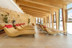 Entspannen im Wellnessbereich Hotel Edelweiss, Outdoor Furniture, Outdoor Decor, Sun Lounger, Home Decor, Chaise Longue, Decoration Home, Room Decor, Home Interior Design