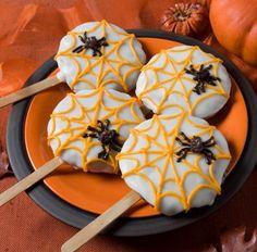 Lutscher-Kekse zum Halloween-Spinnen und Weiße Schokolade
