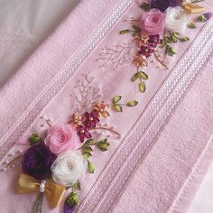 This Pin was discovered by Sim Hand Embroidery Patterns Flowers, Ribbon Embroidery Tutorial, Hand Embroidery Stitches, Silk Ribbon Embroidery, Hand Embroidery Designs, Towel Embroidery, Embroidery Kits, Organza Flowers, Fabric Flowers