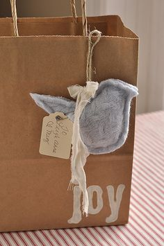 Sew Idea For Gifts Cute to make for gift bags. - A sweet sweater heart tutorial from Your Homebased Mom Wrapping Ideas, Wrapping Gift, Pretty Packaging, Gift Packaging, Envelope Lettering, Origami Envelope, Recycled Sweaters, Old Sweater, Brown Paper Packages