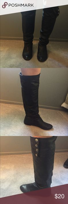 Knee high black boots Black boots that go up to the knee. No heel buttons on the outside. Chinese Laundry Shoes Over the Knee Boots