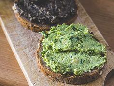 Pesto na dwa sposoby. Za oknem kwiecień, pora wnieść do kuchni odrobinę wiosennych kolorów. Oto pomysł na szybkie, barwne i pyszne kanapki.
