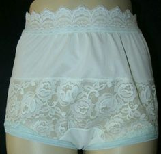 Pretty Lingerie, Sexy Lingerie, Vintage Underwear, Granny Panties, Lingerie Drawer, Plus Size Bra, Golden Age Of Hollywood, Vanity Fair, Lace Shorts