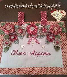 le creazioni di antonella: novembre 2014 Kitchen Chair Cushions, Sewing Projects, Projects To Try, Smocking Patterns, Crazy Patchwork, Patch Quilt, Diy Embroidery, Artisanal, Kitchen Towels