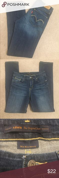 "Levi's Mid rise. Skinny. Size 4. Inseam 29"" Levi's Jeans Skinny"