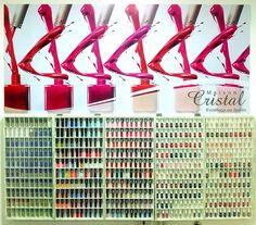 Criação e impressão de placa em PS adesivado para a Maison Cristal por Foco Design & Gráfica.