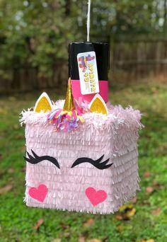Diy Unicorn Birthday Party, Birthday Pinata, Pinata Party, Flamingo Birthday, Care Bear Party, Unicorn Pinata, Crafts For Kids, Diy Crafts, Diy Birthday Decorations
