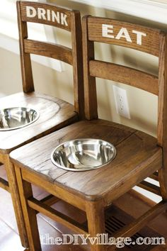 DIY Dog Bowl Chairs {Elevated Feeding Station} for when I get my Great Dane on valentines day Diy Projects For Dog Lovers, Animal Projects, Cool Diy Projects, Food Dog, Dog Food Recipes, Obelix Asterix, Dog Feeding Station, Pet Station, Old Chairs