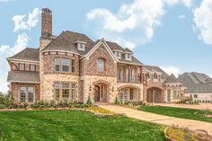 Searching for a quality new home builder? Grand Homes is a nationally recognized, award-winning leader in the home building industry, exclusively in the Dallas-Fort Worth Metroplex. Dream Home Design, My Dream Home, House Design, Building Plans, Building A House, Huge Mansions, Villa, Grand Homes, New Home Builders