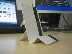 Mobile phone holder, made from credit cards. Original projec :     http://www.kendinyapsitesi.com/proje.asp?id=1996=kredi_karti_ile_telefon_standi_yapimi