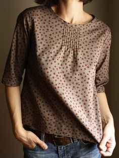 pintuck blouse w' 1/2 sleeves and tiny floral print