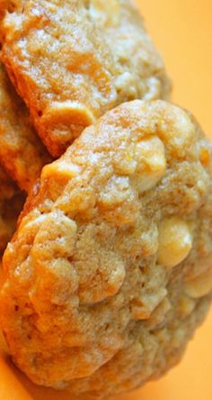 Oatmeal Cookies with Dried Apricots & White Chocolate | gimmesomeoven.com