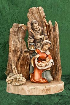 Wurzelkrippe Christmas Nativity Set, Christmas Art, Christmas Ornaments, Christmas Grotto Ideas, Nativity Stable, Farm Party, Christmas Traditions, Interior Design Living Room, Catholic