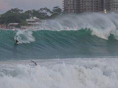 Bodyboarder se arrisca em manobra em Copacabana (Foto: Marcello Cavalcanti/Arquivo pessoal)