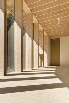 of Emiel Claus / PERNEEL OSTEN ARCHITECTEN - 10 Image 10 of 36 from gallery of Emiel Claus / Perneel Osten Architecten. Photograph by Arnout FonckImage 10 of 36 from gallery of Emiel Claus / Perneel Osten Architecten. Photograph by Arnout Fonck Timber Architecture, Residential Architecture, Contemporary Architecture, Architecture Design, Carport Modern, Timber Roof, Timber House, Wood Facade, Timber Structure