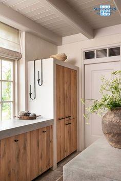 Grey Kitchen Designs, Interior Design Kitchen, Home Interior, Casa Retro, Concrete Kitchen, Küchen Design, Rustic Kitchen, Home And Living, Home Kitchens