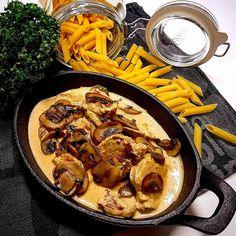 Lättlagad fläskfilégryta med svamp och senap. Mustig, smakrik och riktigt god! Här hittar du receptet på denna enkla gryta, till vardag och fest! Healthy Dinner Recipes, Healthy Snacks, Vegan Scones, Scones Ingredients, Vegan Curry, Vegan Meal Prep, Swedish Recipes, Vegan Thanksgiving, Vegan Kitchen