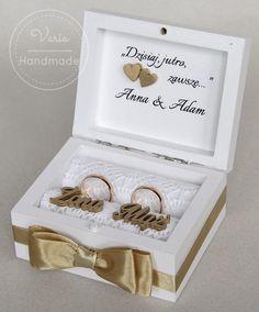 Pudełko na obrączki Ring Holder Wedding, Ring Pillow Wedding, Wedding Rings, Wedding Gowns, Wedding Day, Groom Ring, Ring Pillows, Creative Art, Wedding Styles