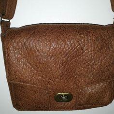 @sewln29 sur Instagram: Un dernier petit sac !! Et encore un modèle @patrons_sacotin . Cette fois-ci c'est le sac menuet. Plusieurs options pour réaliser le…
