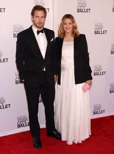 Baby bumpin' Drew Barrymore and beau Will Kopelman